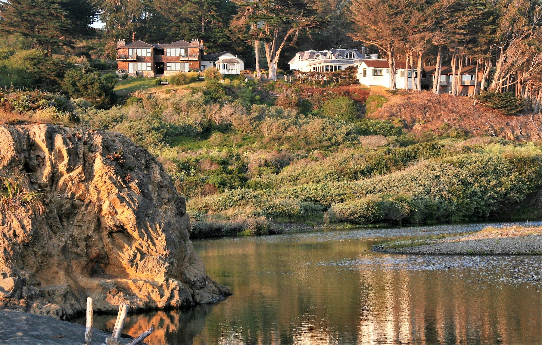 Elk Cove Inn & Spa